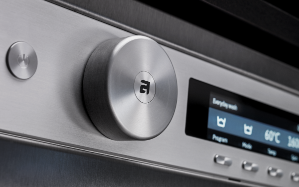 The Line Concept™ starts with the detergent drawer to the left and ends with the Start/Stop/Pause button to the right.